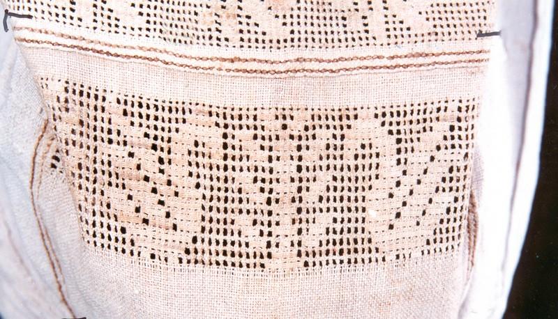 Фрагмент вышивки рукава рубахи с орнитоморфной символикой. Конец XIX в. Украина