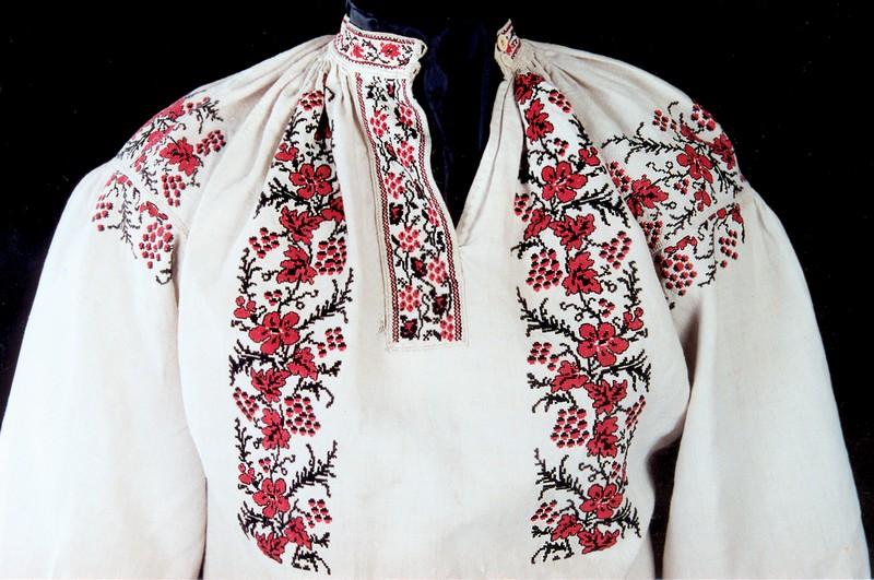Рубаха с декоративной планкой (верхняя часть). Начало XX в. Украина