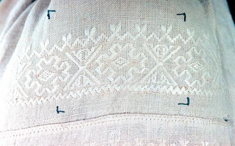 Фрагмент вышивки рукава рубахи (мотив «розетки»). Конец XIX в. Украина