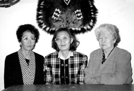 Е.А. Киле, Д.М. Берелтуева, А.С. Киле – преподаватели кафедры прикладного искусства. 1996