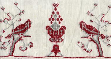 Рис. 3. Мотив древа жизни в трехчастной композиции с птицами