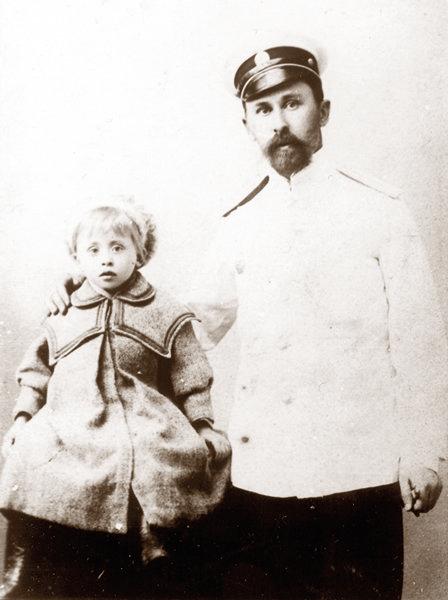 С дочерью Наташей. Владивосток