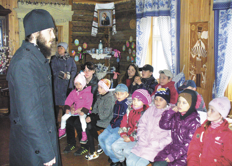 Пасха для ребят из Хабаровского социально-реабилитацион-ного центра в «Русской деревне». 2011