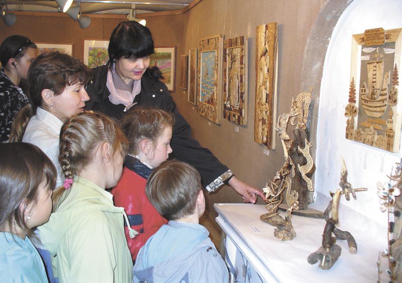 Арт-подвальчик. Педагог Г.И. Черепанова с воспитанниками дома детского творчества «Маленький принц»