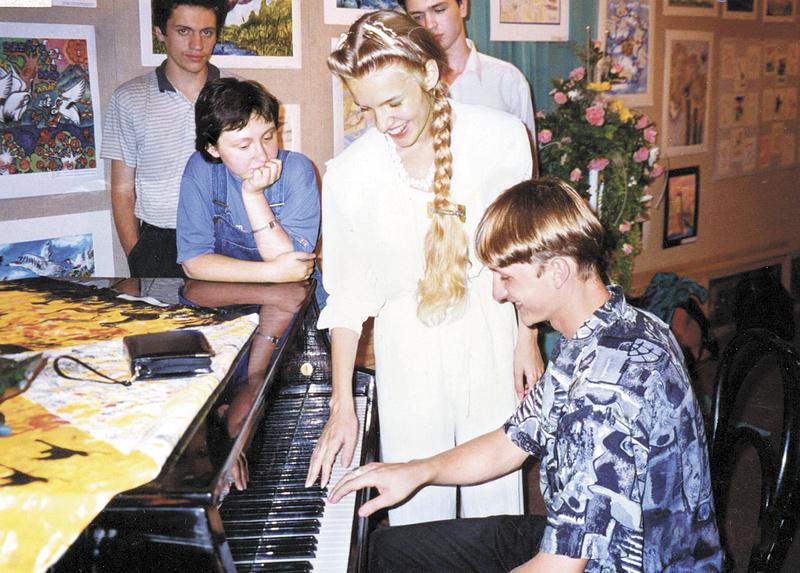 Стипендиаты Виктор Стеценко и Наталья Жарова.1997