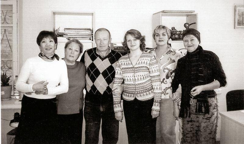 Хормейстеры Хабаровска, слева направо: И. Сарапульцева, Л. Гладкая, А. Новиков,  О. Герасименко, Т. Коваленко, Л. Русанова. 2007
